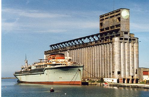 The Aquarama called Buffalo home from 1995 to July 15, 2007. Owners were hoping to use the ship as a floating casino