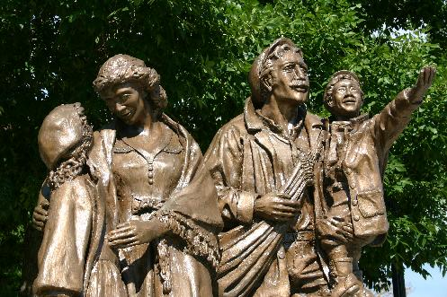 After the Second World War, the Station became an important gateway for immigrants to Canada. A statue has been erected to commemorate the thousands of immigrants to traversed the grounds.